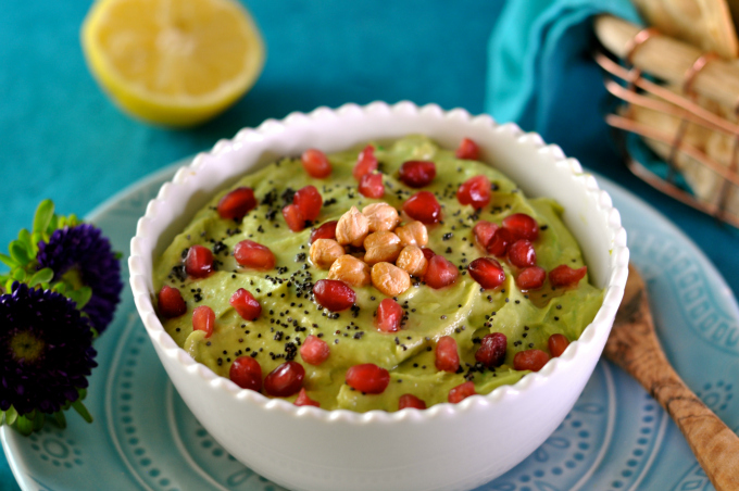 avocado hummus 680