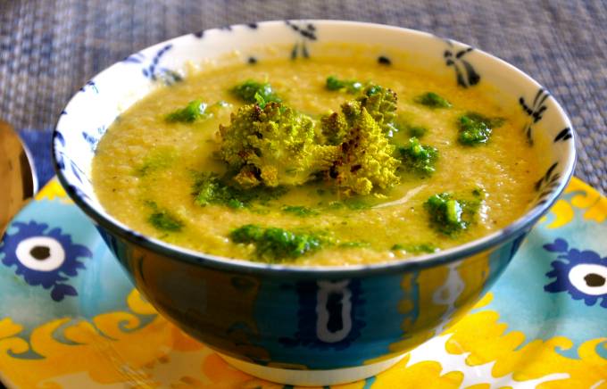 Creamy Green Cauliflower Soup with Parsley Sauce