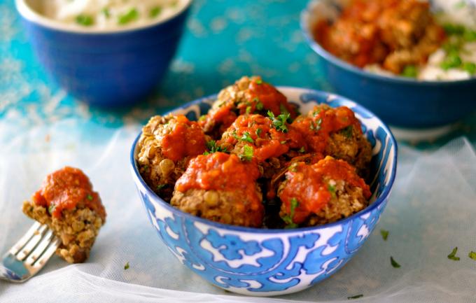 Discover how delicious and hearty vegan meatballs can taste. (#vegan) ordinaryvegan.net