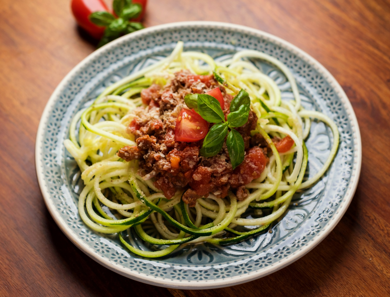 This vegan bolognese sauce captures the robust meaty flavor of the classic preparation with healthy mushrooms, eggplant and an aromatic sofrito. There is also one secret umami ingredient that adds yet another level of depth and flavor. (#vegan) ordinaryvegan.net