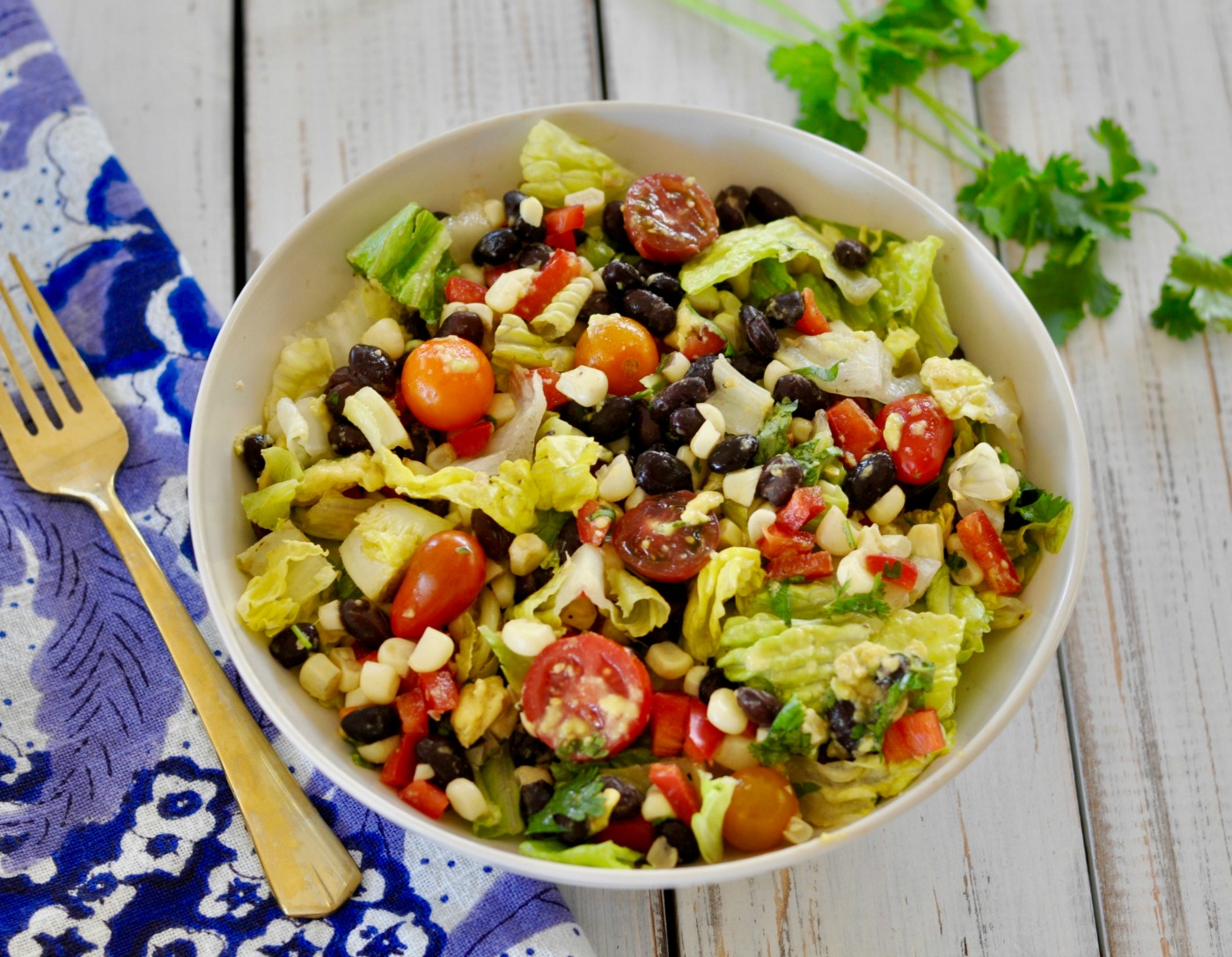 Take advantage of summer's seasonal sweet corn with this easy, healthy, vegan corn salad with black beans and oil-free avocado dressing. (#vegan) ordinaryvegan.net